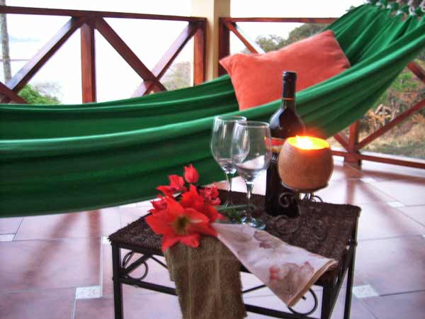 romance-at-cerrito-tropical-on-taboga-island-featured